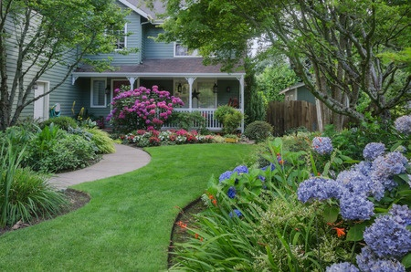 landscaping-lawn-gardens
